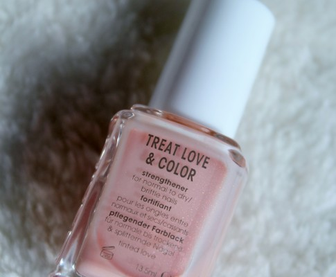 Revue #11 : Vernis Treat Love & Color de Essie